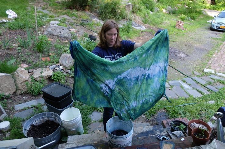indigo dye kit makes an easy way to dye naturally